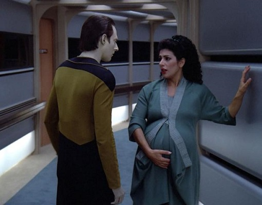 611px-Data_and_a_pregnant_Troi